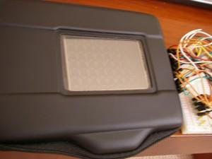 これが四角い窓。購入したLCD(WBX280V009)にぴったしサイズ。