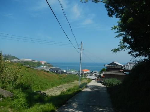 瀬戸内海に続く坂