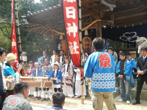 春日神社にて、だんじり唄を奉納しています。