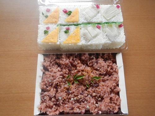 大家さんから、とっても美味しい特製のお寿司とお赤飯をたくさんいただきました。 地域に伝わる特別なお寿司だそうです。 お赤飯は息子がほとんど全部食べてしまいました・・・
