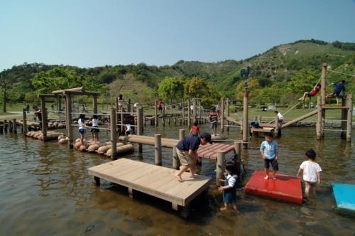 淡路ふれあい公園の水遊びコーナー (淡路島観光ガイドより転載)