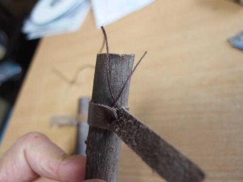 糸を切ったところ。結びやすい長さだけ残します。