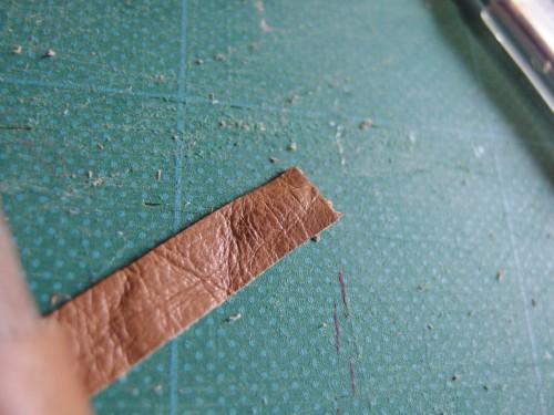 ちょっと分かりにくいけど、切れ目を入れたところ。 端っこから5mm間隔で3本の切れ目を入れます。あまり端まで切らないよう注意!