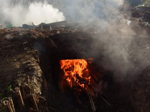 焚き口を開けて燃焼再開。