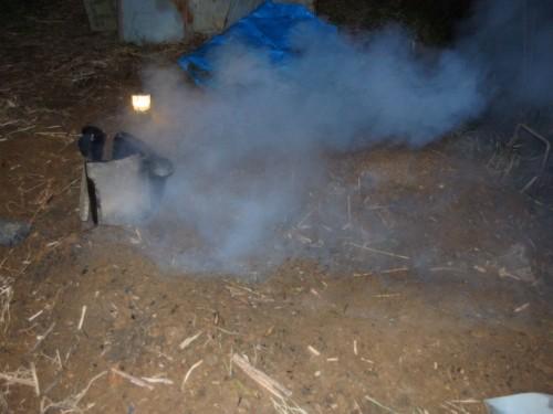 真夜中に煙がもーくもく