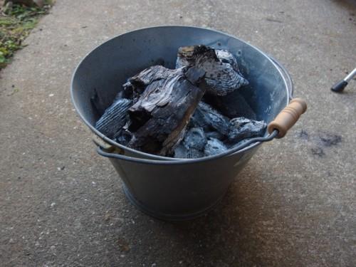これは翌日出した炭。とりあえずこれはこれでよく出来ていました。